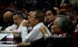 Tim Kuasa Hukum Calon Presiden dan Calon Wakil Presiden nomor urut 01 Yusril Ihza Mahendra saat mengikuti sidang perdana Perselisihan Hasil Pemilihan Umum (PHPU) Pemilihan Presiden (Pilpres) 2019 di Gedung Mahkamah Konstitusi, Jakarta, Jumat (14/6).
