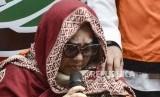 Rilis Narkoba Nunung. Komedian Tri Retno Prayudati alias Nunung tersangka kasus penyalahgunaan narkotika usai rilis di Polda Metro Jaya, Senin (22/7).