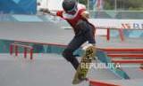 Perunggu dari Skateboard Putri. Atlet Skateboard Putri Indonesia Nyimas Bunga bertanding pada cabang Skateboard nomor Jalan Putri Asian Games 2018 di Komplek Olahraga Jakabaring, Palembang, Rabu (29/8).
