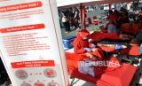 Sejumlah masyarakat mengikuti donor darah di Medan, Sumatera Utara, Ahad (5/7/2020). Kampanye donor darah tersebut mengajak seluruh elemen masyarakat untuk ikut peduli akan kebutuhan persediaan darah pada masa pandemi COVID-19 di Indonesia.