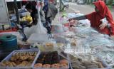 Pedagang Takjil di BKT Sepi Pembeli