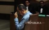 Terdakwa kasus perintangan penyidikan kasus korupsi KTP elektronik Fredrich Yunadi menjalani sidang pembacaan putusan di Pengadilan Tipikor, Jakarta, Kamis (28/6).