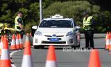Polisi Australia pada Kamis (2/7), membangun pos pemeriksaan di pinggiran kota Melbourne yang menjadi zona merah wabah virus Covid-19 (Foto: ilustrasi Covid-19 Australia)