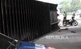 Kondisi truk kontainer yang terguling  (ilustrasi)