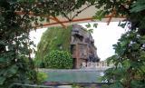 Suasana wisata air terjun buatan yang terlihat sepi di komplek wisata Bojongsari, Indramayu.