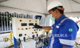 Petugas PGN memasok gas bumi di Wisma Atlet Kemayoran, Jakarta, pekan lalu.  PGN menyiapkan relaksasi pemanfaatan gas bagi industri di tengah wabah Covid-19.