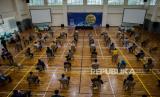 Pegawai KPK melakukan rapid test di Gedung KPK, Jakarta, Kamis (4/6). Rapid test yang diikuti sekitar dua ribu pegawai tersebut dilakukan guna mengantisipasi penyebaran COVID-19 sekaligus persiapan tatanan normal baru setelah masa PSBB berakhir