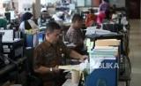 Sejumlah Pegawai Negeri Sipil (PNS) Pemprov DKI Jakarta melakukan aktivitas. (ilustrasi)