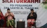 Ketua Umum PBNU KH. Said Aqil Siradj bersama Sekjen PDI Perjuangan Hasto Kristiyanto saat menghadiri pertemuan di Pondok Pesantren Luhur Al Tsaqafah, Jakarta, Selasa (8/10).