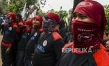Sejumlah buruh yang tergabung dalam Konfederasi Serikat Pekerja Indonesia (KSPI) melakukan aksi unjuk rasa. (ilustrasi)