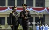 Kapolri Jenderal Pol Idham Azis bersama Menteri Dalam Negeri yang juga mantan Kapolri Jenderal Pol (Purn) Tito Karnavian menghadiri acara penyerahan panji Tribrata Polri di Mako Brimob Kelapa Dua, Depok, Jawa Barat, Rabu (6/11).