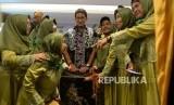 Jihad Ekonomi Umat. Pengusaha yang juga mantan calon wakil presiden RI, Sandiaga Uno berswafoto bersama emak-emak usai Seminar Jihad Ekonomi Umat di Yogyakarta, Kamis (14/11).