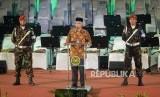 Resepsi Milad Muhammadiyah. Ketua Umum PP Muhammadiyah Haedar Nashir meenyampaikan sambutan saat Resepsi Milad ke-107 Muhammadiyah di Sportorium UMY, Yogyakarta, Senin (18/11).
