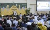 Ulama KH. Ahmad Muwafiq atau Gus Muwafiq memberikan tausiyah saat kegiatan Silaturahmi Kebangsaan dan Doa Bersama untuk Negeri di Gedung KPK, Jakarta, Rabu (20/11).