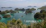 Suasana keindahan alam di sekitar Pianemo, Raja Ampat, Papua Barat, Jumat (22/11).