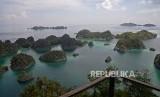 Suasana keindahan alam di sekitar Pianemo, Raja Ampat, Papua Barat. Raja Ampat menerapkan protokol kesehatan pariwisata yang ketat untuk menyambut wisatawan.