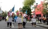 Kampanye Antikekerasan Perempuan dan Anak. Peserta aksi dari Himpaudi menggelar kampanye antikekerasan terhadap perempuan dan anak di Malioboro, Yogyakarta, Selasa (10/12).