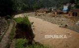 Bencana banjir bandang. BNPB mengimbau warga tak menonton bencana.