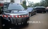 Sejumlah kendaraan barang bukti sitaan kasus korupsi Asuransi Jiwasraya terpakir di Gedung Tindak Pidana Khusus, Kejaksaan Agung RI, Jakarta, Jumat (17/1).