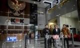 Sekjen PDIP Hasto Kristiyanto usai menjalani pemeriksaan di Gedung KPK, Jakarta, Jumat (24/1).