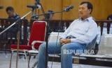 Mantan Sekretaris Daerah (Sekda) Jawa Barat, Iwa Karniwa menjalani sidang tuntutan kasus dugaan korupsi perizinan Meikarta, di Pengadilan Tipikor, Kota Bandung, Senin (24/2).