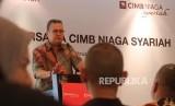 Direktur Syariah Banking CIMB Niaga Pandji P. Djajanegara menyampaikan paparannya pada acara Diskusi Bersama CIMB Niaga Syariah di Jakarta, Jumat (28/2).