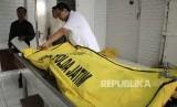 Polisi Evakuasi Mayat Transpuan dari Hotel di Bandung
