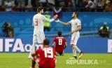 Selebrasi pesepak bola Spanyol  Gerard Pique dan Koke usai memenangkan pertandingan grup B Piala Dunia 2018 disaksikan pemain Iran di Kazan Arena, Kamis (21/6) dini hari.