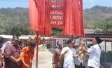 CEO Rumah Zakat Nur Effendi meresmikan Desa Berdaya di lokasi pengungsian di Desa Menggala, Kecamatan Pemenang, Lombok Utara, NTB, Rabu (24/10).