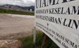 Pengerjaan seksi I tol Padang-Pekanbaru tak kunjung dimulai, meski sudah dicanangkan proyeknya oleh Presiden Jokowi pada Februari 2018 lalu.