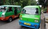 Dinas Perhubungan melakukan tes suhu tubuh di angkot-angkot kota Bogor. Foto angkot konvensional di Bogor (ilustrasi)