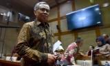 Ketua Dewan Komisioner Otoritas Jasa Keuangan (OJK) Wimboh Santoso (foto ilustrasi). OJK mengakui ada banyak permasalahan yang dihadapi industri jasa keuangan Indonesia.