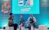 PT Unilever Indonesia Tbk: Foods Director PT Unilever Indonesia Tbk Hernie Raharja (tengah) dan Chef Ragil Imam pada konferensi pers jelang Festival Jajanan Bango (FJB) 2019 di Kemang, Kamis (21/2).