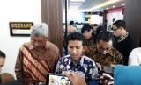 Emil Dardak Pembukaan TPID: Wakil Gubernur (Wagub) Jawa Timur, Emil Dardak menghadiri kegiatan  pembukaan Capacity Building Tim Pengendali Inflasi Daerah (TPID) di  Hotel Aria Gajayana, Kota Malang, Senin (4/3).