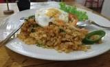 Nasi goreng konnyaku di Mars Kitchen, Jl. RS Fatmawati, Jakarta Selatan, Senin (18/3).