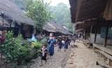 Suasana pagi Urang Kanekes atau Suku Badui di Pagi hari di Desa Kanekes, Lebak, Banten. Sabtu (4/5).