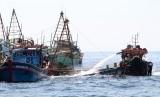 KM Bunga Rosia GT 27 asal Kabupaten Jeneponto, Sulawesi Selatan (Sulsel), tenggelam di sekitaran perairan laut Kabaena Kabupaten Bombana, Sulawesi Tenggara, Rabu (27/5) (Foto: ilustrasi kapal tenggelam)