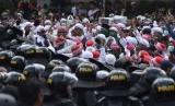 Pasukan TNI Shalawat Bersama Peserta Aksi 22 Mei
