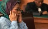 Terdakwa penyebaran berita bohong Ratna Sarumpaet menjalani sidang tuntutan di Pengadilan Negeri Jakarta Selatan, Jakarta, Selasa (28/5/2019).