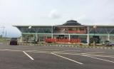 Aktivitas penumpang di Bandara Wiriadinata Tasikmalaya, Senin (3/6).
