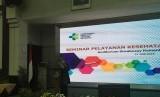 Menteri Kesehatan Republik Indonesia Nila Moeloek menyampaikan sambutan dalam Seminar Pelayanan Kesehatan Penerbangan Haji di Gedung Sujudi, Jakarta. Rabu (12/6).