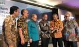 Investor Gathering Penawaran Umum Obligasi Berkelanjutan I PT J Resources Asia Pasifik Tahap I 2019 di Ritz Carlton, Jakarta, Senin (17/6).