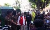 Terdakwa kasus berita bohong, Ratna Sarumpaet tiba di Pengadilan Negeri Jakarta Selatan, Selasa (18/6). Ratna siap menjalani sidang pembacaan pledoi.