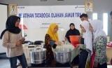 Pelatihan olahan jamur tiram bagi siswa SLB