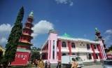 Sumatra Selatan menghidupkan kegiatan keagamaan melalui masjid.  Foto warga mengunjungi Masjid Chengho di Palembang, Sumatera Selatan, Kamis (27/6/2019).