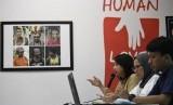 Koordinator Komisi untuk Orang Hilang dan Korban Tindak Kekerasan (Kontras) Yati Andiyani (tengah)
