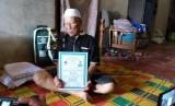 Abah Soleh(96 tahun) jadi calhaj tertua asal Purwakarta, yang berangkat haji pada tahun ini.