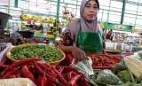 Pedagang di Kota Malang mengeluhkan kenaikan harga cabai hingga Rp 70 ribu di Pasar Oro-oro Dowo, Kamis (18/7).
