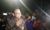 Gubernur DKI Jakarta Anies Baswedan mengunjungi rumah duka almarhum Arswendo Atmowiloto di Kompleks Kompas, Petukangan, Jakarta Selatan, Jumat (19/7).