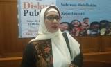 Komisioner Bidang Pendidikan KPAI, Retno Listyarti memberikan keterangan kepada wartawan usai menghadiri diskusi publik 'PR Pendidikan di Hari Anak' di Menteng, Jakarta Pusat, Sabtu (20/7).